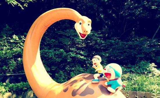 Kawasaki, Japão: nobita and doraemon on dinosaur