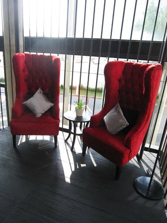 Morrissey Hotel Residences : Lovely chairs