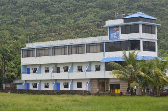 Surali Sagar Beach Resort: Full view of the Hotel