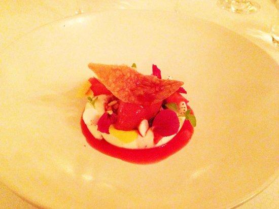 La Rive : Strawberries (Quark, sugar waffle, lavender)