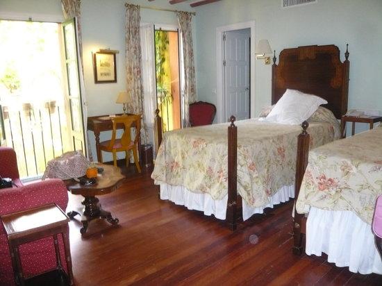 Las Casas de la Juderia : chambre sans aucun charme, mobilier pas en accord, raccord peinture.......le désastre