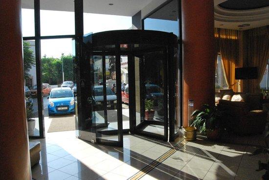 Alexandra Hotel: entrata