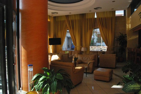 Alexandra Hotel: hall