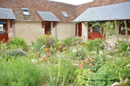 Cormeray, Fransa: De voortuin met zicht op kamer