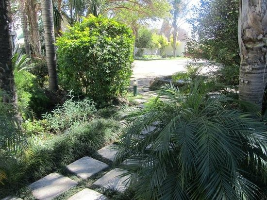 Natanja Guest House & Self-catering: the beautiful front garden