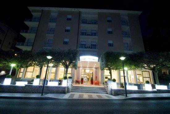 Hotel Mediterraneo: Facciata Hotel