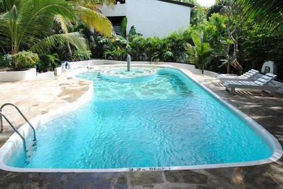 piscina con fontana picture of scorpio villas malindi tripadvisor