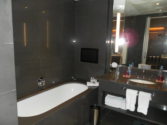 Le Gray Beirut: Bath with built-in TV