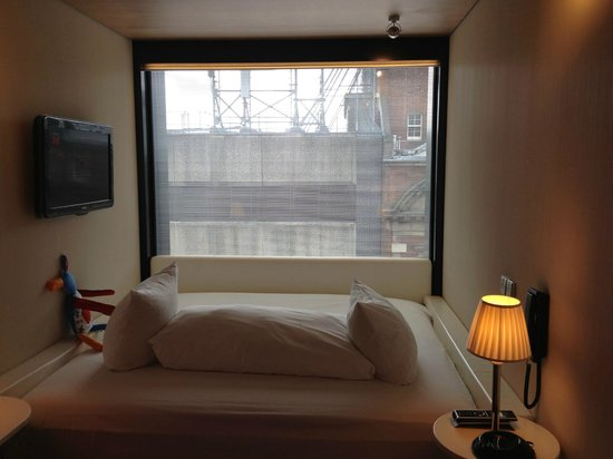 citizenM Glasgow: Big ole bed and big ass window!