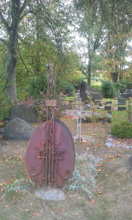 Kasmu Chapel: Beautiful iron crosses