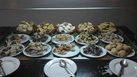 TUI SENSIMAR Medina Gardens: buffet de patisseries orientales