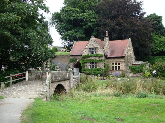 Harrogate Ringway : Cottage at closed ford