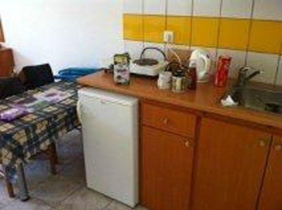 Katherina Apartments : Basic Kitchen Area