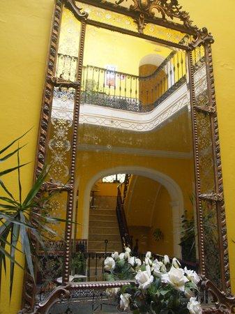 La Casa Amarilla : lobby