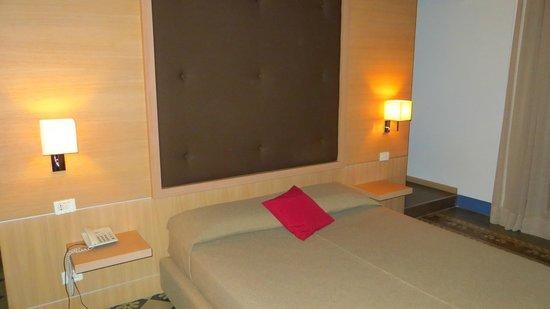 Hotel Vittorio Veneto : bed
