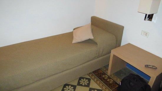 Hotel Vittorio Veneto : single bed / couch
