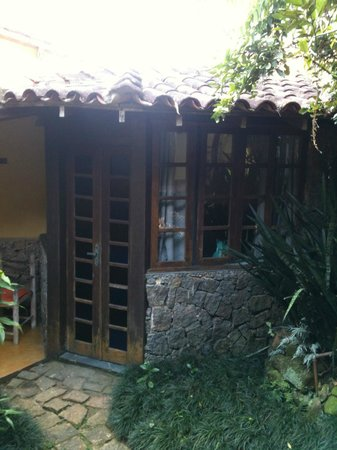 Pousada Cachoeira : outside of the stony room