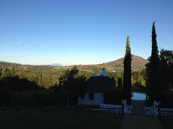 Marianne Wine Estate Guesthouse: Table Mountain in the distance on an exquisite day