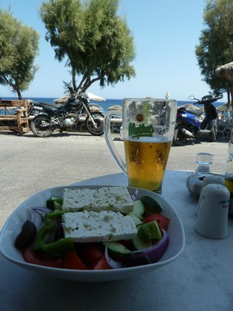 Sellada Beach Hotel : Lunch at the hotel overlooking the beach=free sunbeds
