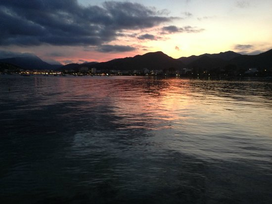 Hotel Illa d´Or: Sunset across the bay - over the mountains
