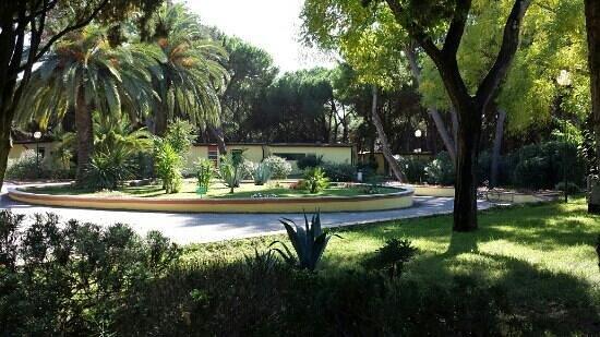 La Serra Holiday Village & Beach Resort: viali