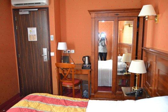Hotel de la Paix Paris: habitacion 606