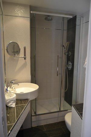 Hotel de la Paix Paris: baño