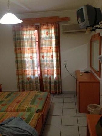 Manga Hostel: комната в здании левее от основного