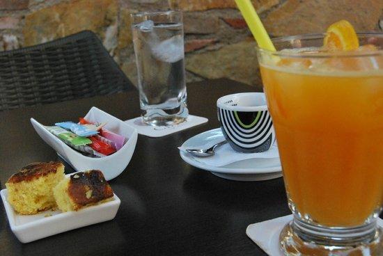 CIAOCafe Bistro: caffè e succo di frutta all'arancia