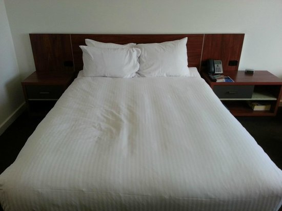Crown Promenade Perth: Queen bed
