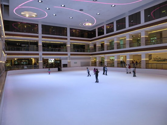 Hyatt Regency Dubai: An ice rink!