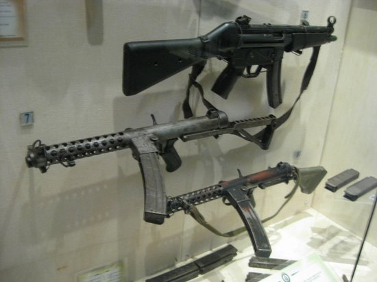 Royal Malaysia Police Museum : Plenty of different guns to see.