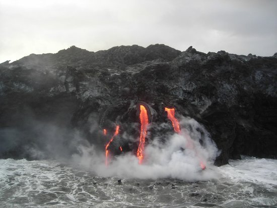 Captain Gene's Lava Boat Tours: So close as this to the lava flow!!
