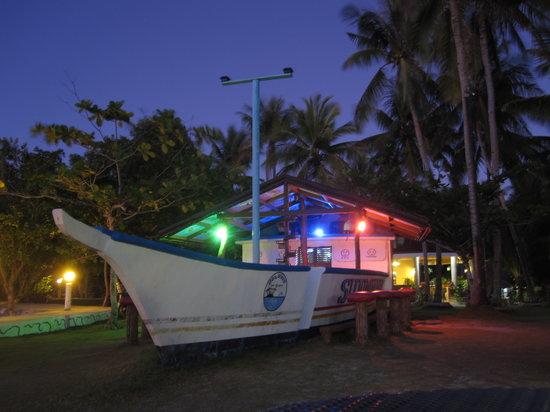 Polaris Beach and Dive Resort: Bar in the resort