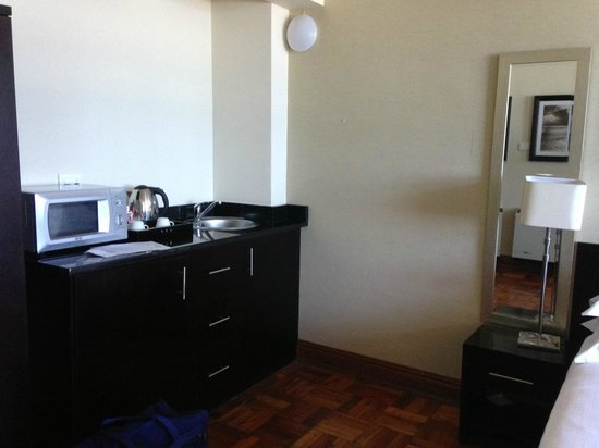 Belaire Suites: 1 Bedroom Room Kitchenette