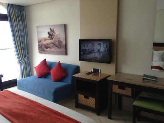 uMhlanga Sands Resort: Main Bedroom with Flat Screen