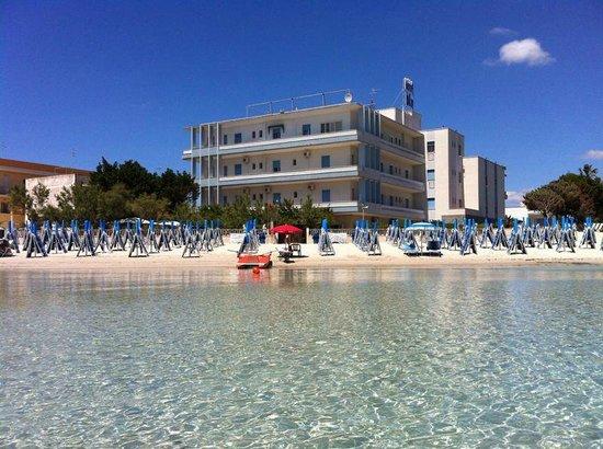 Hotel Blu: hotel e spiaggia.. durante il giro in canoa!