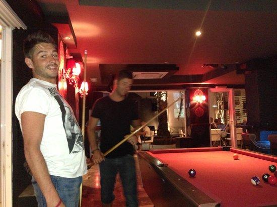 Sydney Bar: Pool table x