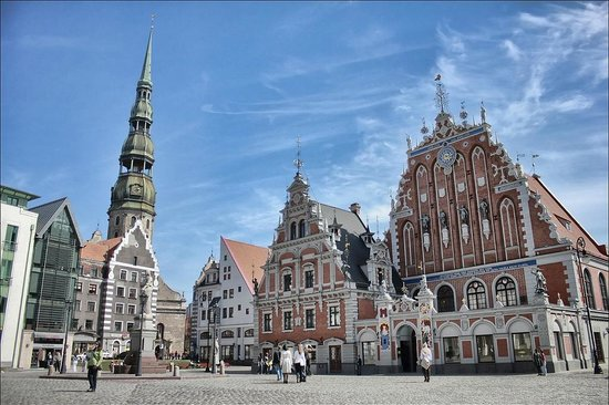 Around Latvia - Day Tours: House of Blackheads in Riga old town