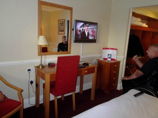 Best Western Bristol North The Gables Hotel : part of the room in the bedroom area