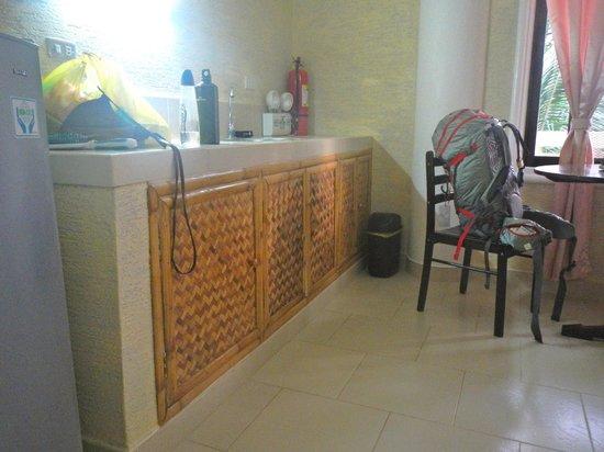 Amigos Beach Resort: Our room