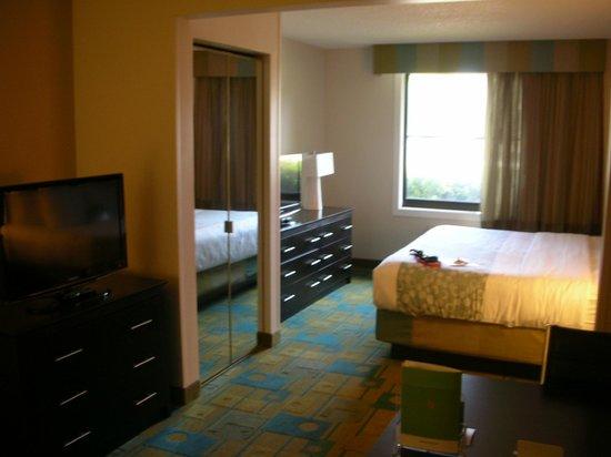 La Quinta Inn & Suites Milwaukee Bayshore Area : room1