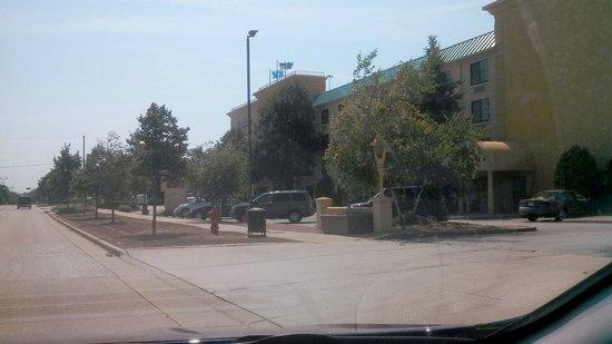 La Quinta Inn & Suites Milwaukee Bayshore Area : front