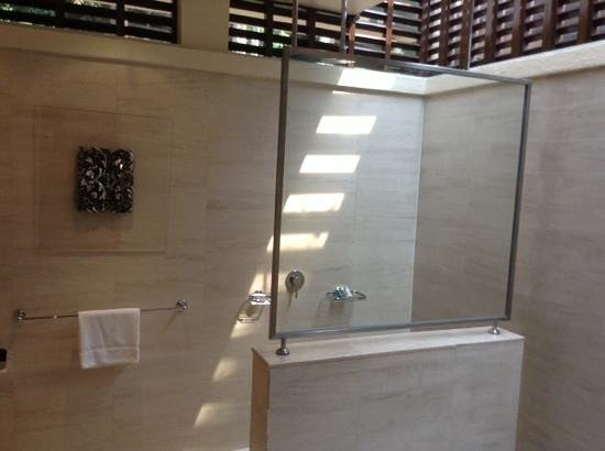 The Villas at Sunway Resort Hotel & Spa: private rain shower