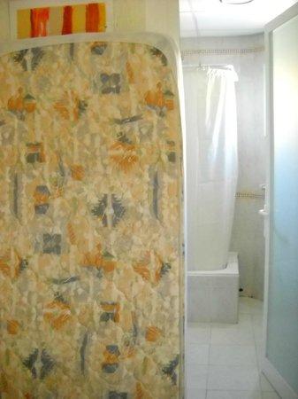 Lively Magaluf Hotel: матрас с ненужной кровати
