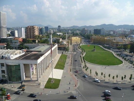 Tirana International Hotel & Conference Centre: Piazza Skanderbeg