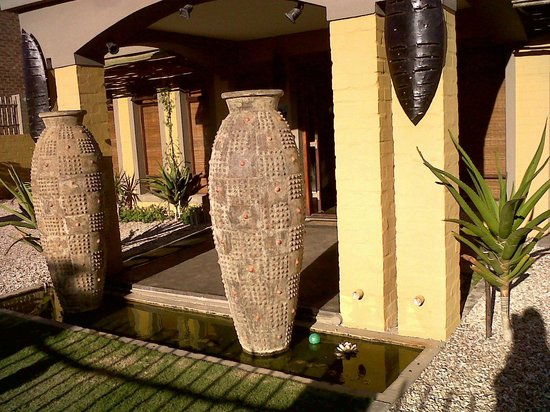 Umnenge Lodge & Charters: Front Lodge