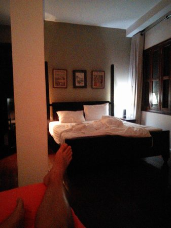 La Java Bleue : French room, view of bed from lounge area.
