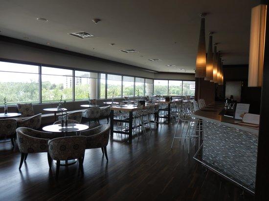 Westin Tampa Harbour Island: Bar/restaurant area