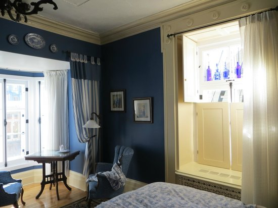 Maison du Fort : Room #5 - great bay window and blue accents!
